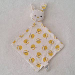 Doudou plat Lapin tissu blanc pomme jaune gris OBAIBI