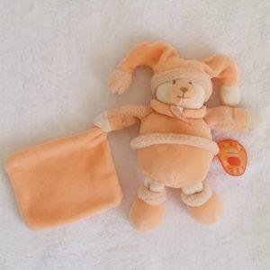 Ours mouchoir orange Douceur macaron DOUDOU ET COMPAGNIE