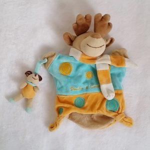 Doudou Marionnette Renne élan et bébé bleu jaune DOUDOU ET COMPAGNIE