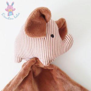 Doudou éléphant grelot rayé marron et blanc mouchoir ZEEMAN