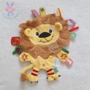 Doudou plat Lion jaune orange marron étiquettes LABEL LABEL