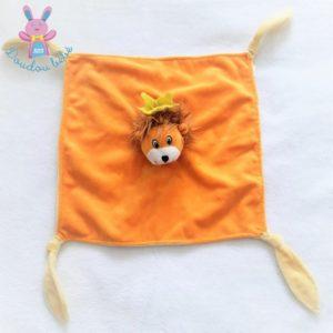 Doudou plat Lion orange couronne jaune BELLEWAERDE PARK
